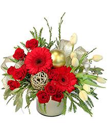 festive-evergreen-flower-arrangement-CH040918.211.jpg