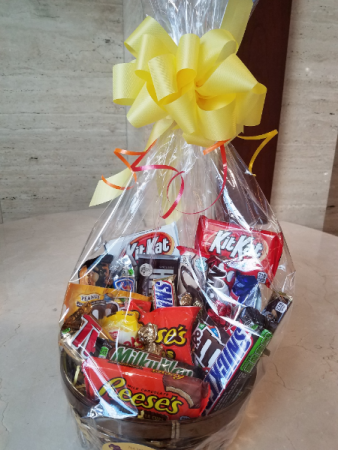 chocolate-lovers-gift-basket-5b1eb8cad17a6.425